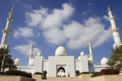 Front Sjeikh Zajed moskee Abu Dhabi met kinderen