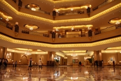 Interieur Emirates hotel Abu Dhabi met kinderen