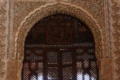 Detail paleis Nasriden Alhambra Andalusië met kinderen