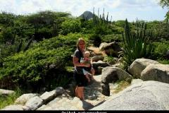 Arubaans natuurschoon in Arikok Aruba met kinderen