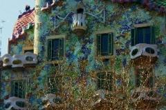 Casa Battlo gevel Barcelona met kinderen