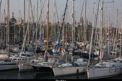 Drukte in haven Barcelona met kinderen