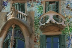 Gaudi's casa Battlo Barcelona met kinderen