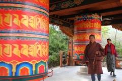 Gebedsmolens Bhutan met kinderen