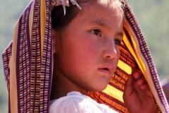 Meisje Bhutan met kinderen