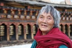 Vrouw Bhutan met kinderen