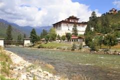 Faro dzong Bhutan met kinderen