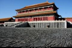 Contrast in de verboden stad Beijing met kinderen