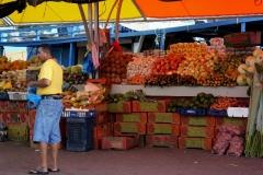 Drijvende markt in Willemstad Curacao met kinderen