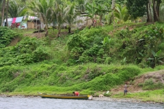 Fiji met kinderen leven langs de rivier