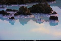 Blue lagoon melkkleuren IJsland met kinderen