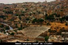 Amman skyline vanaf de citadel Jordanië met kinderen