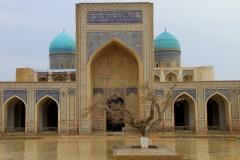 Binnenplaats Moskee Buchara Oezbekistan met kinderen