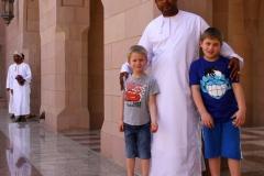 Sultan Qaboos moskee Oman met kinderen