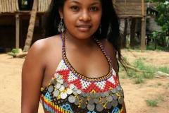Embare indianen meisje Panama met kinderen