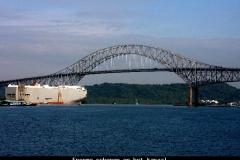 Enorme schepen op het kanaal