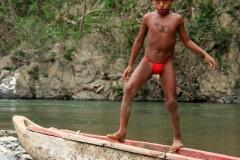 Evenwicht Embera indiaan Panama met kinderen