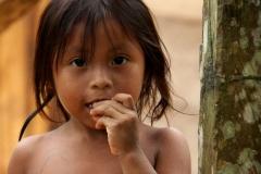 ach Embera indiaans meisje Panama met kinderen