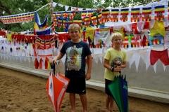 Bodhi boom Kandy Sri Lanka met kinderen