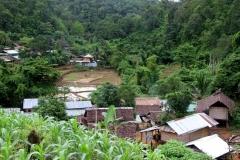 Bergdorpje Thailand met kinderen