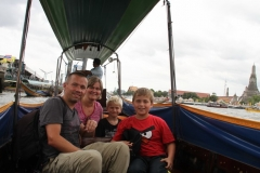 Boottochtje Chao Phraya rivier Bangkok met kinderen