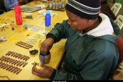 Afrikaans handwerken in Sabi Zuid Afrika met kinderen