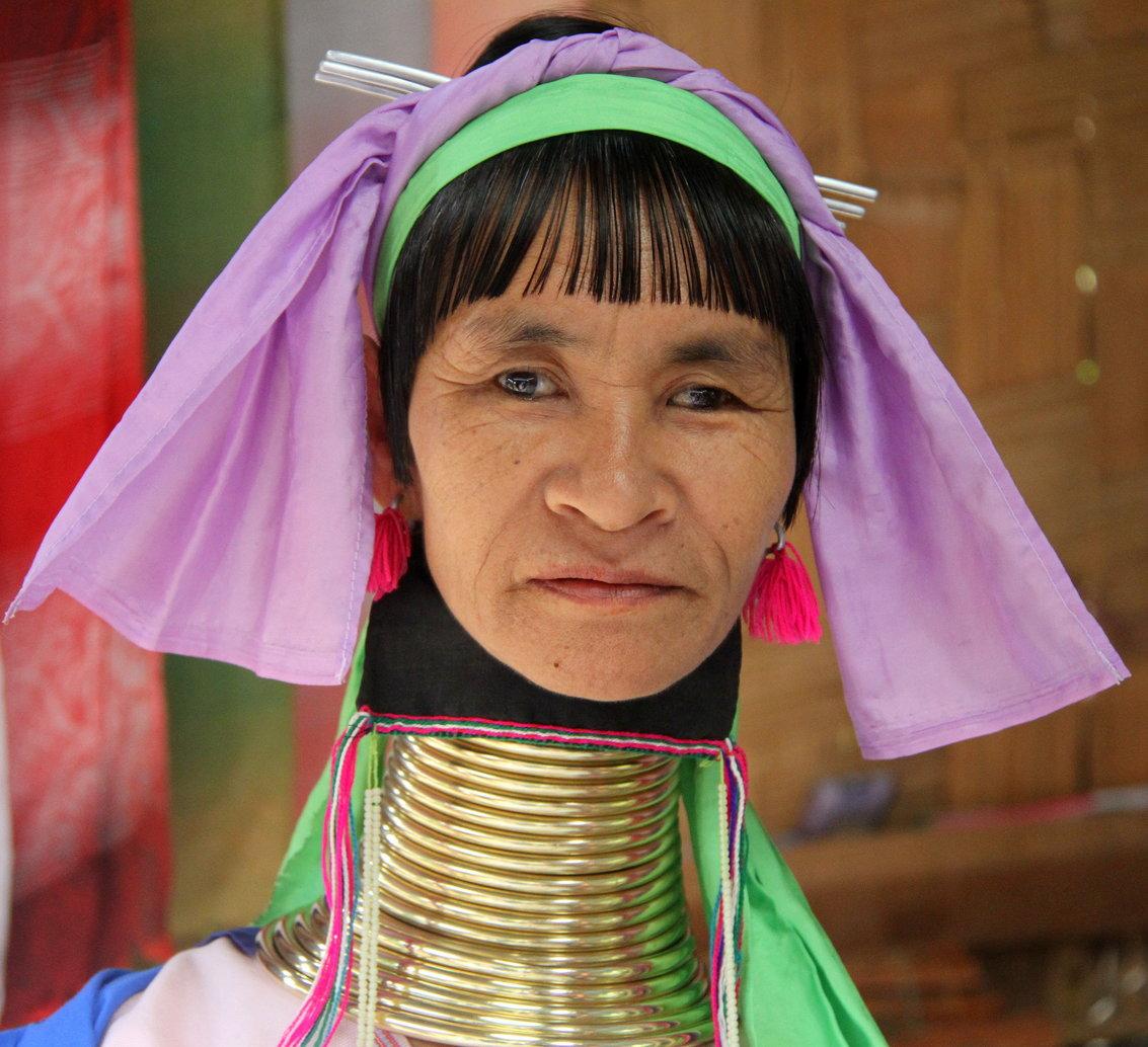 Padaung vrouw Mae Hong Son Thailand met kinderen