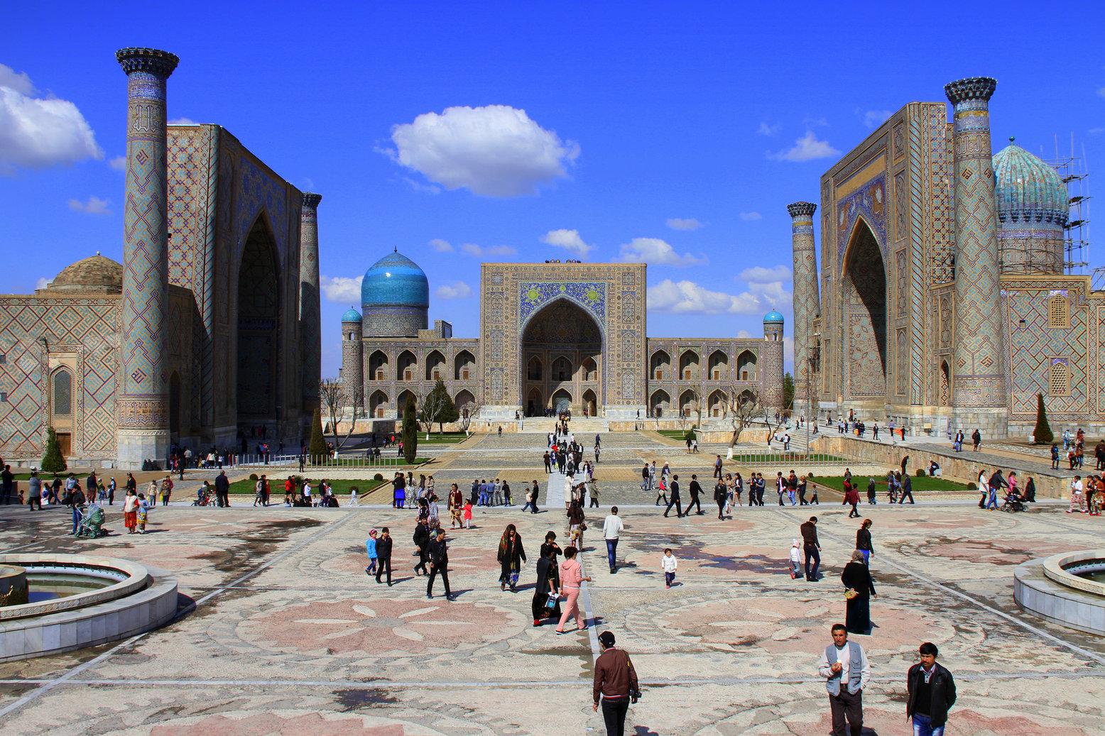 Registan plein Samarkand Oezbekistan met kinderen