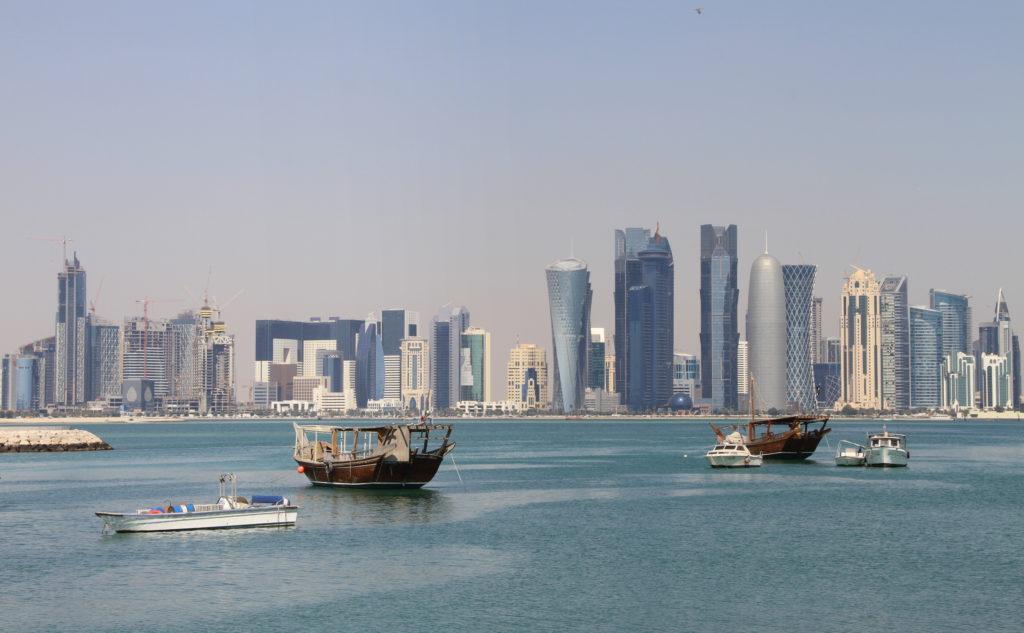 Skyline Qatar met kinderen
