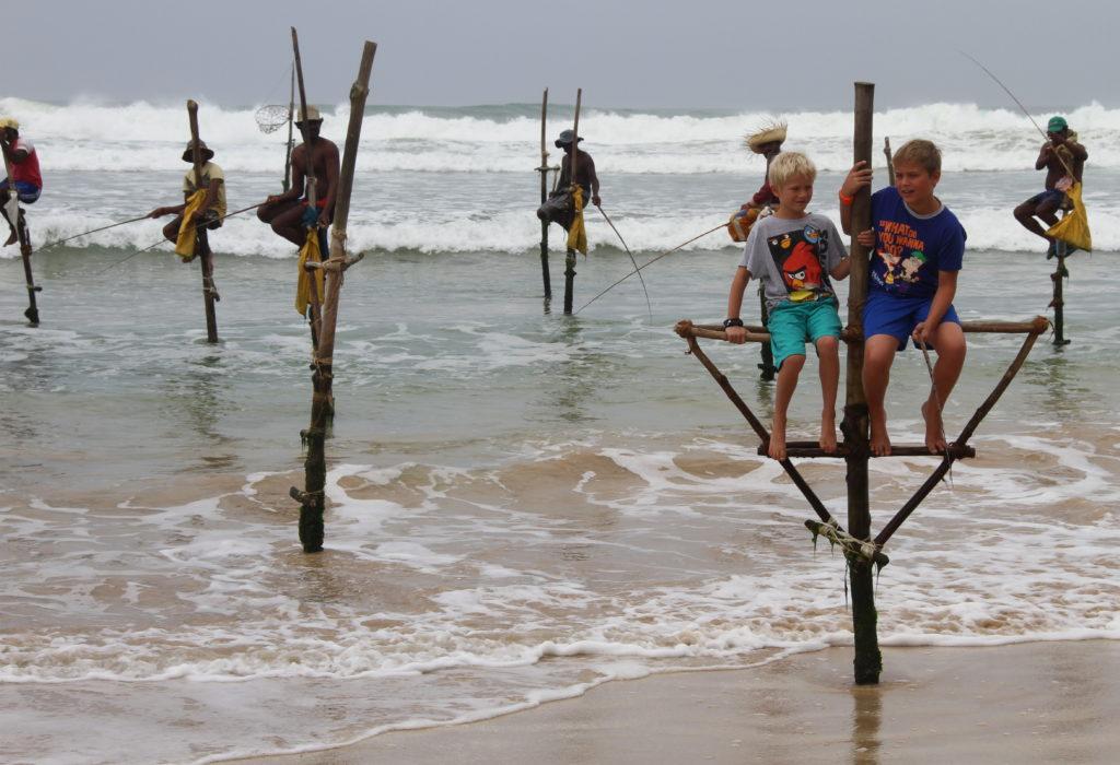 Paalvissers Sri Lanka met kinderen reisfoto's