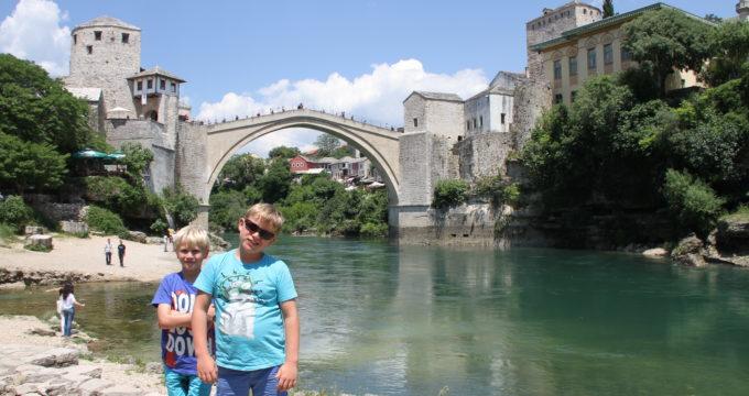 Bosnië Herzegovina Mostar met kinderen