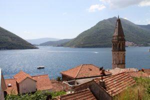 Baai van Kotor Montenegro met kinderen