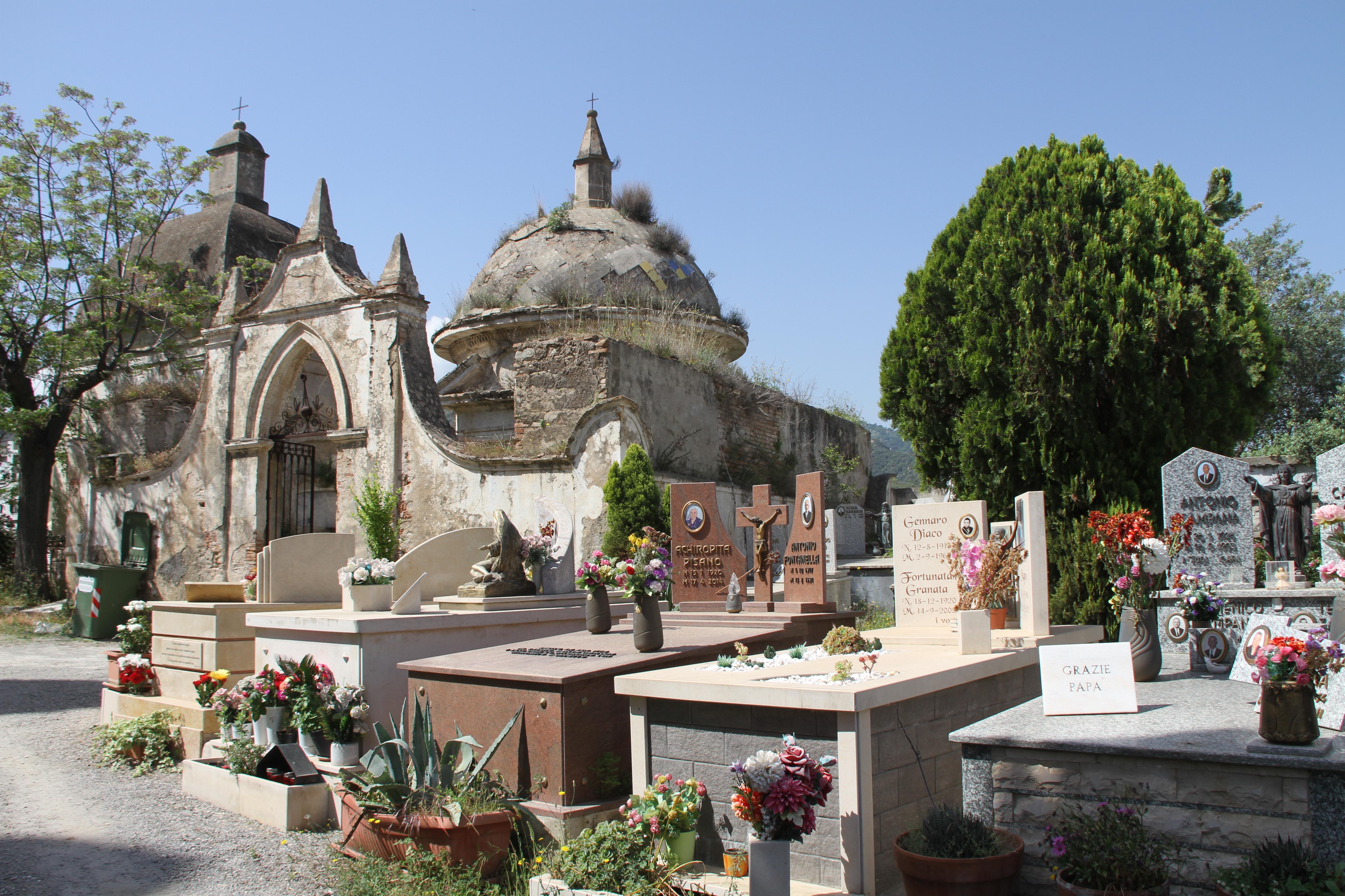 Begraafplaats Rossano Calabria Italië met het gezin