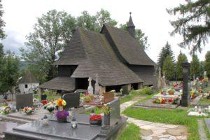 Staafkerkje Slowakije met kinderen