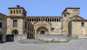 Santillana del Mar Colegiata Santa Juliana Calabrie Spanje