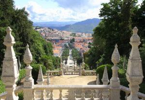 Uitzicht op Lamego vanaf de kerk Portugal met kids
