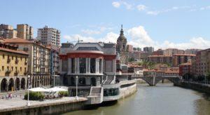 Bilbao langs de Nervion met kinderen