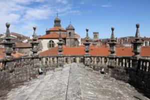 Op het dak van de kathedraal van Santiago de Compostella