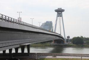 UFO most Bratislava Slowakije met kinderen