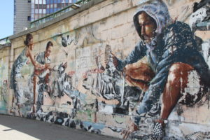 Graffiti langs de Donau met kinderen