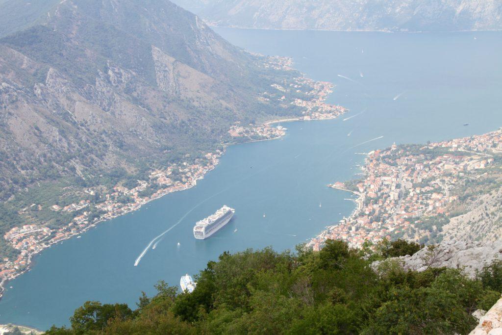 Lovcen panorama baai Kotor Montenegro met kinderen