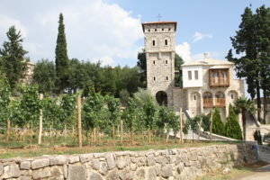 Tvrdos klooster Trebinje Radimlja Bosnië Herzegovina met kinderen