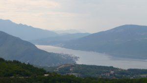 Binnenkomst vanaf Bosnie Herzegovina bij Herzeg Novi Montenegro met kinderen